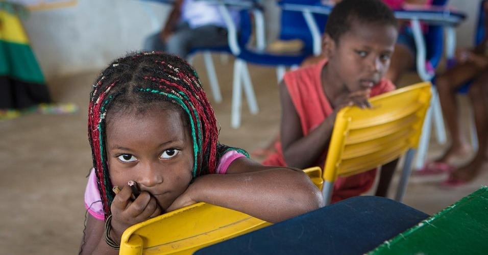 A implantação do ensino fundamental completo evitou a migração para a cidade ou municípios vizinhos. Em 2000 havia 14 alunos no Quilombo Nazaré, agora são 45