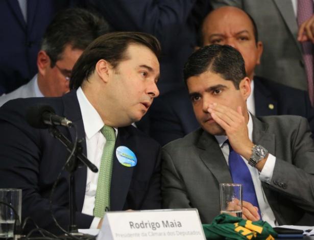 ACM Neto (à dir.), presidente do Democratas, e Rodrigo Maia, presidente da Câmara, participam do lançamento da pré-candidatura do deputado à Presidência da República
