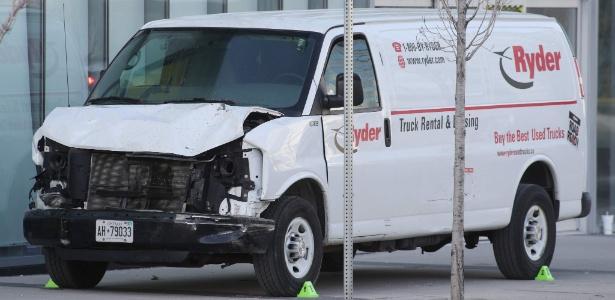 Van utilizada por atropelador em ataque em Toronto que deixou 10 mortos e 15 feridos  - Lars Hagberg/AFP