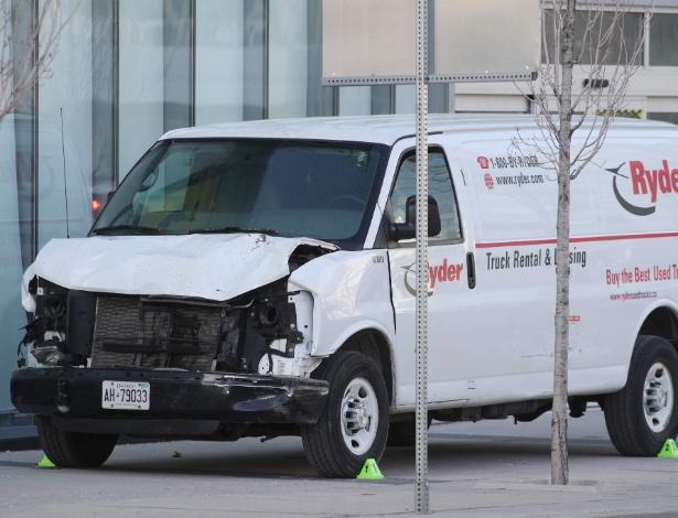Van utilizada por atropelador que deixou 10 mortos e 15 feridos em Toronto