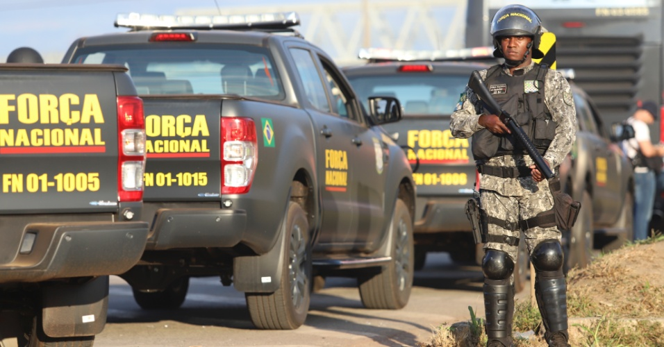 Militares da Força Nacional de Segurança garantem a fluidez do tráfego na BR-040, na região metropolitana de Belo Horizonte (MG)