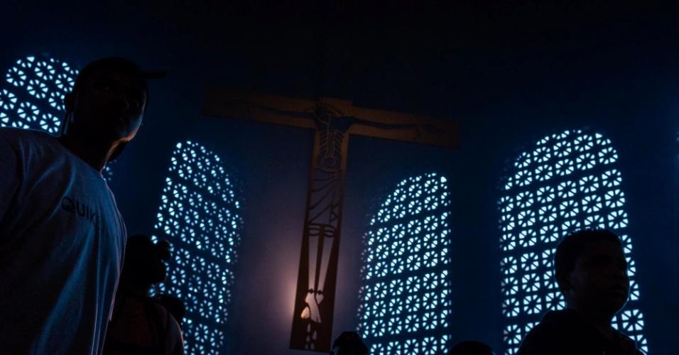 Durante a homilia, o padre João Batista de Almeida, reitor do santuário de Nossa Senhora de Aparecida, disse que o momento do país exige união nacional. As declarações do padre vêm em um contexto de acirramento dos ânimos, com casos de violência motivada por divergência política se espalhando pelo país