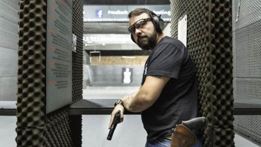 O empresário André Luiz Nobre tem seis armas e atira esportivamente no clube do tiro 1911, em São Paulo - Gui Christ/BBC News Brasil
