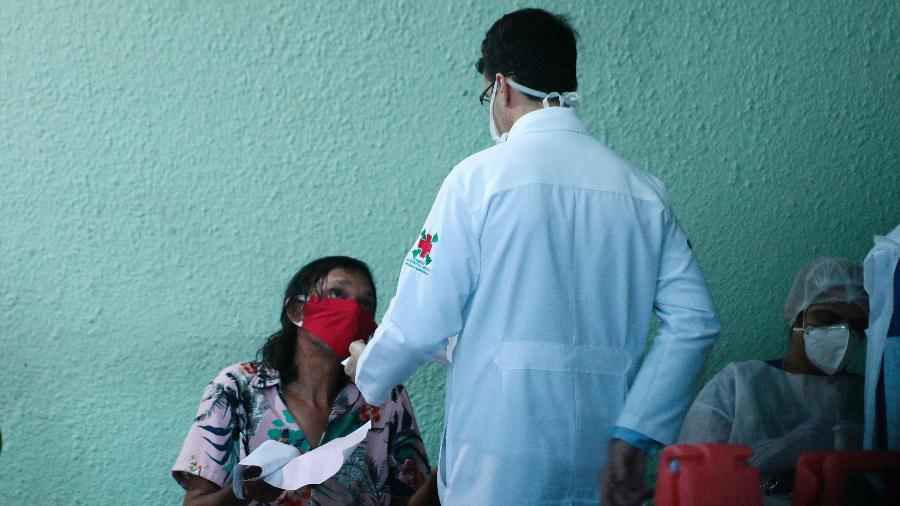 Ministério da Saúde disse ter testado 20% dos profissionais da área - Daniel Galber/Uai Foto/Estadão Conteúdo