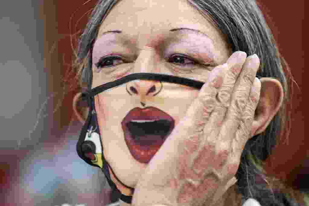 Manifestantes comemoram 50 anos do Orgulho LGBTQIA+ na Cidade do México - PEDRO PARDO / AFP