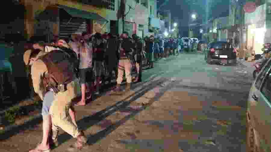Guarnições da Polícia Militar encontraram pessoas aglomeradas em festa após denúncia anônima - Divulgação/ SSP-BA
