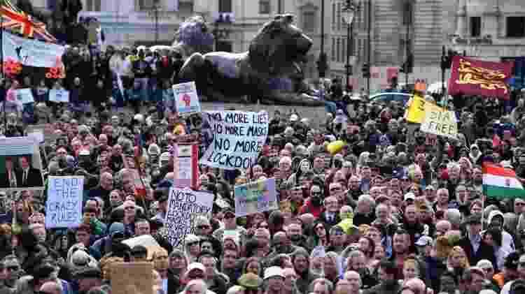 Multidão ocupa Trafalgar Square em Londres - EPA - EPA