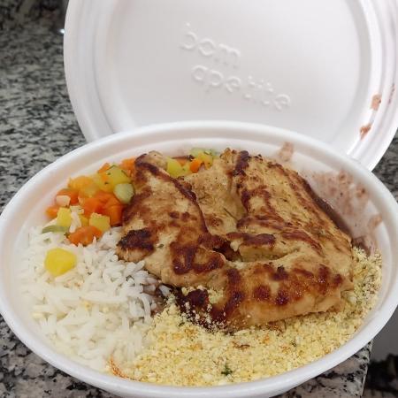 Marmitaria do Adelson, em Campinas (SP), reduziu quantidade de arroz para manter o preço - Arquivo pessoal