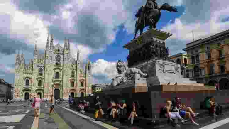 Essa imagem da praça Duomo, em Milão, foi registrada em junho, logo depois do início da reabertura gradual - Getty Images - Getty Images