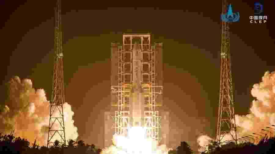 """Lançamento do foguete chinês Long March-5, que enviou ao espaço a sonda Chang""""e-5 - Divulgação/China National Space Administration"""
