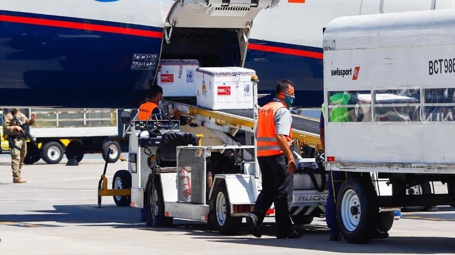 Avião da Azul chega a Belo Horizonte com as mais de 190 mil doses da vacina Oxford/AstraZeneca - Divulgação Governo de Minas Gerais