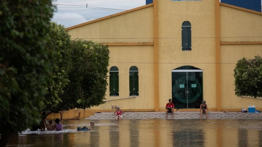 16.mai.2021. Cheia em Careiro da Varzea, cidade na região metropolitana de Manaus -  Michael DANTAS / AFP