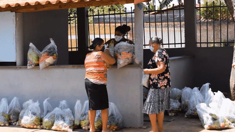 Doação de cestas básicas promovida pelo Centro de Agricultura Alternativa do Norte de Minas: 'Em 18 anos, nunca tinha recebido tantos pedidos', diz assessor técnico - Divulgação/CAA - Divulgação/CAA