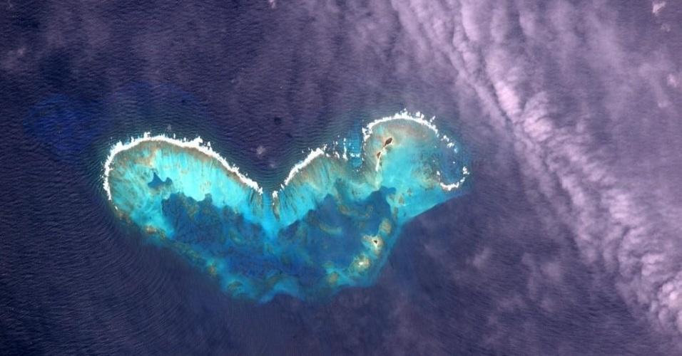 14.jul.2015 - O astronauta Scott Kelly postou nesta terça-feira (14) em sua conta no Twitter uma foto do atol de Cayo Bolivar,  no arquipélago de San Andres, na Colômbia, com a seguinte frase: