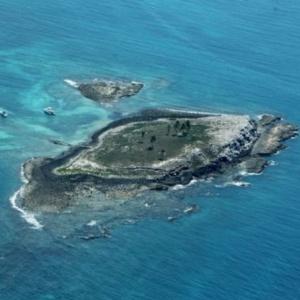 """O secretário estadual do Meio Ambiente da Bahia sobrevoou o local e disse que o arquipélago em si """"está sem mancha aparentemente"""""""