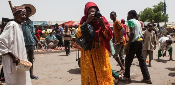 Fati Abubaka, nigeriana que tira fotos do dia a dia de Maiduguri