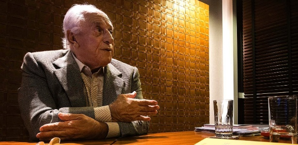 29.abr.2014 - O advogado José Yunes, que deixou o governo Temer