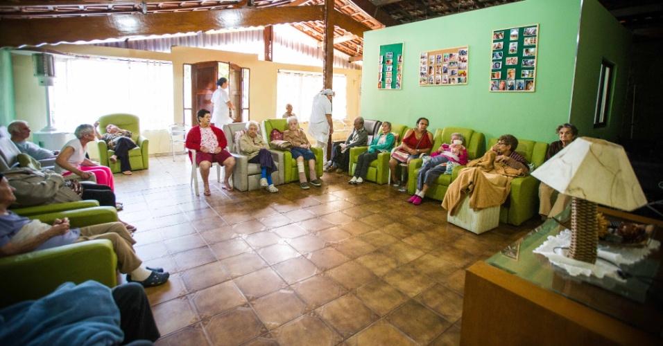 Lar Alcina, de Diadema, no ABC Paulista, oferece o serviço de creche para idosos