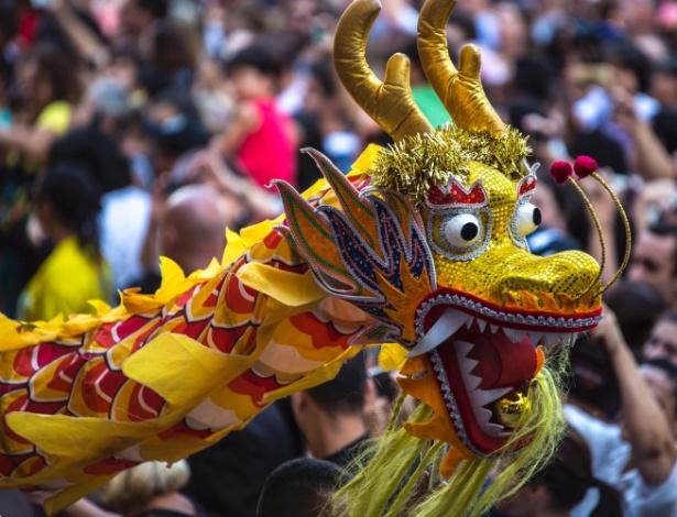 28.jan.2017 - O Ano Novo Chinês também é comemorado fora no Brasil. Em São Paulo (SP), no bairro da Liberdade, a festa chega à sua 12ª edição neste sábado