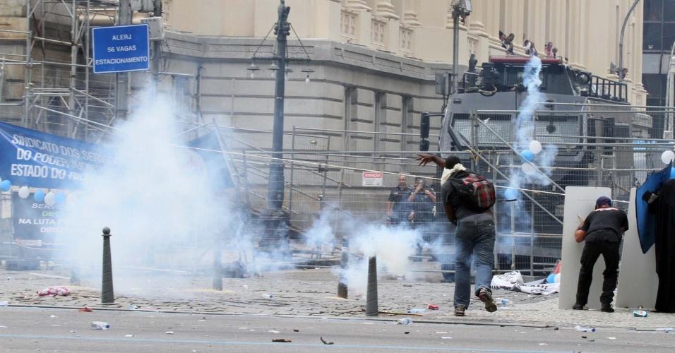 1.fev.2017 - Servidores e PMs entram em confronto na Alerj