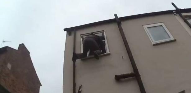 Ladrão ficou preso a 4,5 metros de altura