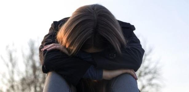 """Excesso de referências sobre suicídio tornou o assunto uma """"catarse coletiva"""", diz professora"""