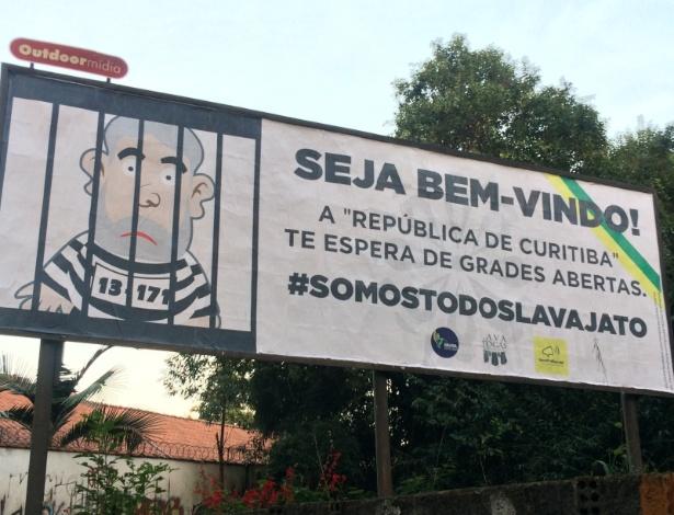 """Outdoor dá """"boas vindas"""" a Lula no Bigorrilho, bairro de classe média alta em Curitiba - Janaina Garcia/UOL"""