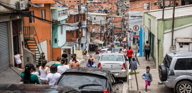 Acesso à favela Paraisópolis, na Vila Andrade, zona sul de São Paulo