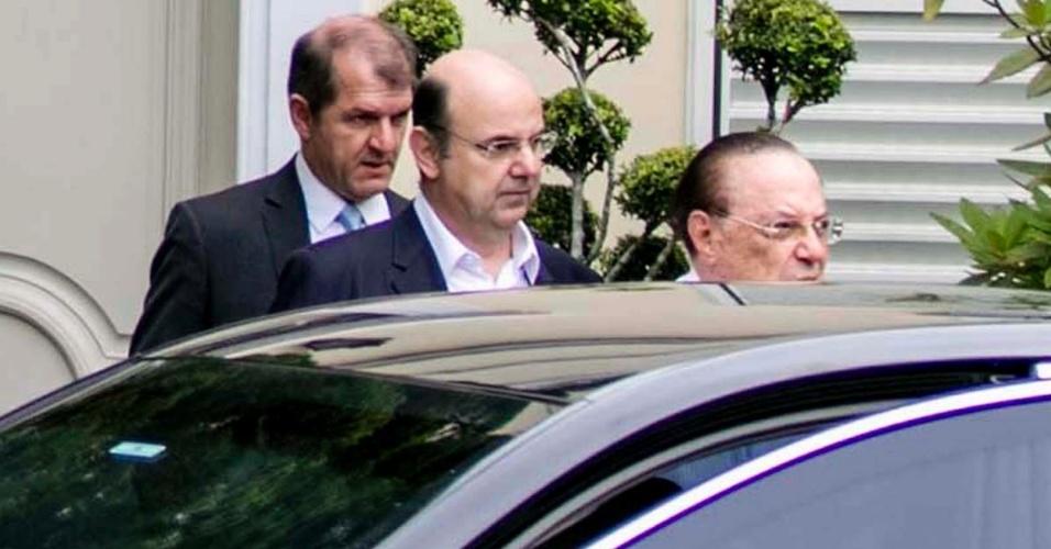 20.dez.2017 - O deputado federal Paulo Maluf (PP-SP) deixa sua residência nos Jardins, bairro nobre da zona oeste de São Paulo, antes de ir para  sede da Polícia Federal