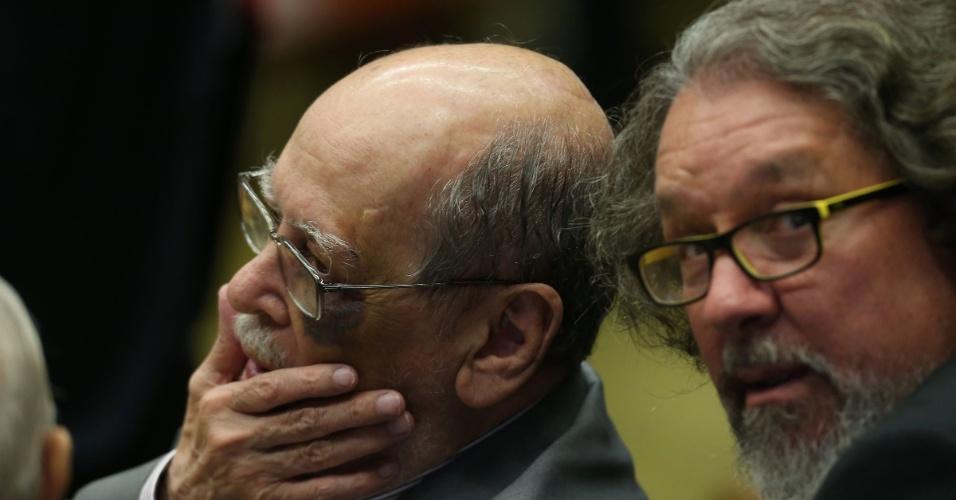 23.mar.2018 - Sepúlveda Pertence (de Lula) e Antônio Carlos de Almeida Castro, Kakay (de Dirceu) em sessão no Supremo Tribunal Federal, em Brasília (DF), que julgará o habeas corpus para o ex presidente do Brasil, Luiz Inácio Lula da Silva, nesta quinta-feira (22).