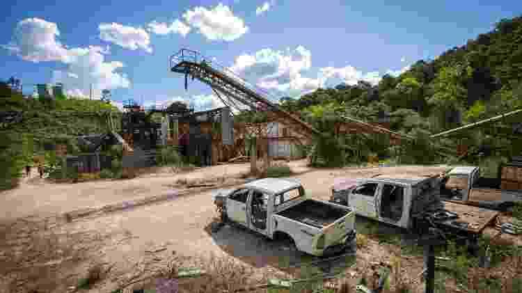 Veículos abandonados e depredados após a inativação de mina de ouro da Mundo Mineração, do grupo australiano Mundo Minerals, em Rio Acima (MG) - Tiago Queiroz/Estadão Conteúdo - Tiago Queiroz/Estadão Conteúdo