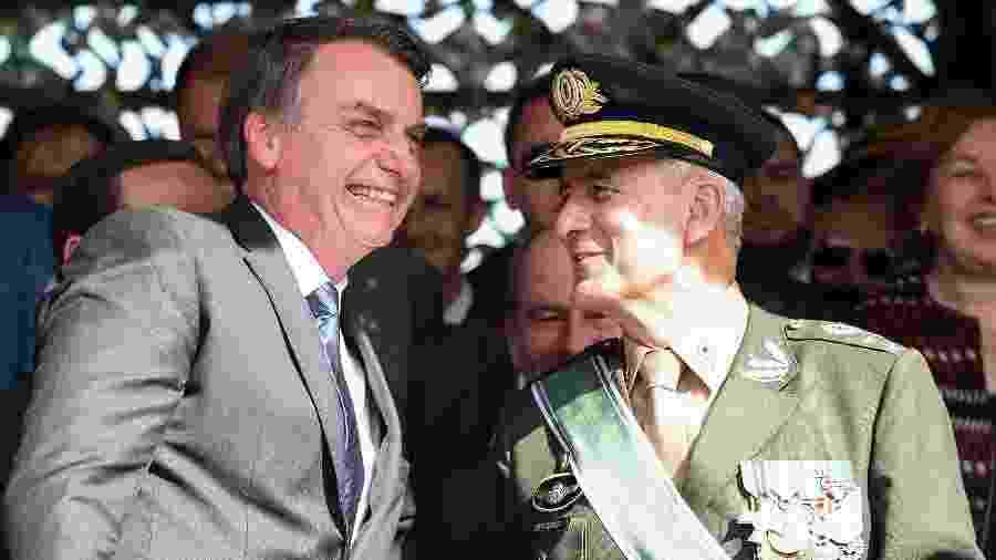 Presidente da República Jair Bolsonaro cumprimenta o General de Exército Luiz Eduardo Ramos Baptista Pereira - Marcos Corrêa/PR