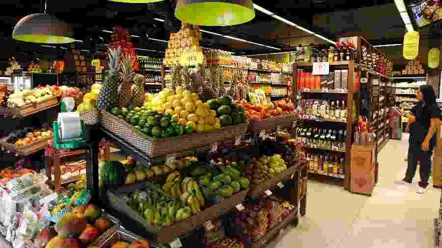Loja de supermercado - Por Camila Moreira e Rodrigo Viga Gaier