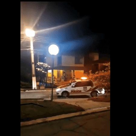 Polícia é acionada após promotor de Justiça disparar contra caixa de som na casa do vizinho que celebrava Réveillon - Reprodução