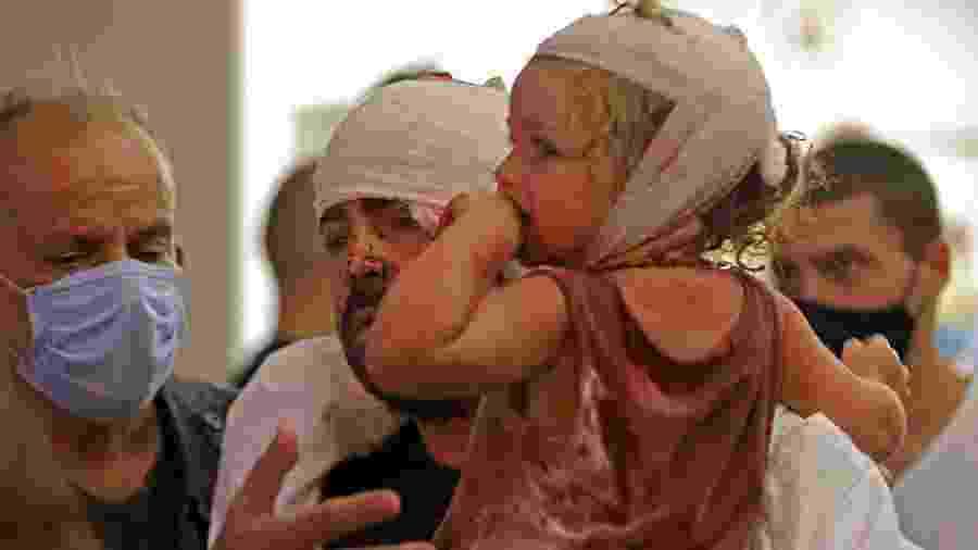 Criança ferida após explosão ocorrida na região portuária de Beirute no dia 4 de agosto, em hospital na capital do Líbano - IBRAHIM AMRO/AFP