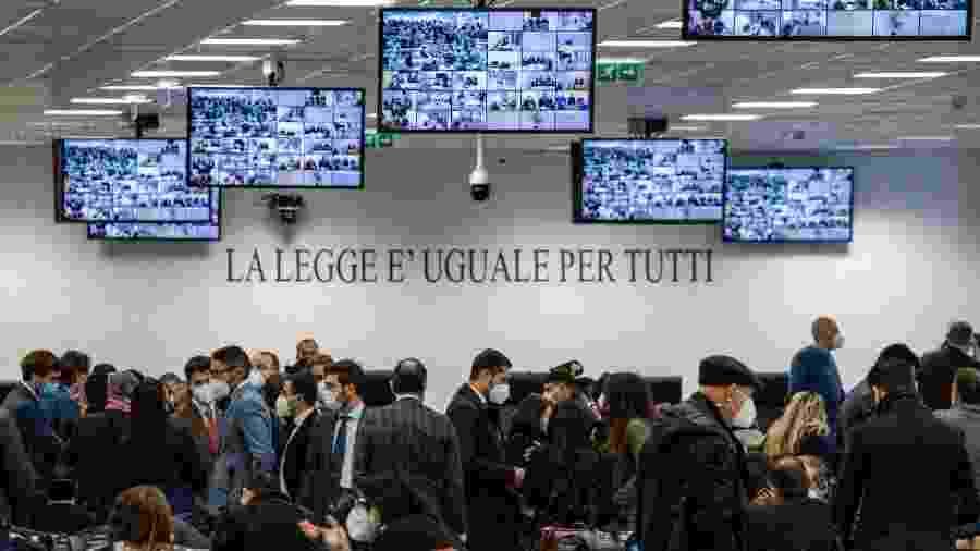 """13.jan.2021 - Processo contra centenas de suspeitos de pertencerem à """"Ndrangheta começa hoje em uma imensa construção fortificada em Lamezia Terme, Calábria - Gianluca Chininea/AFP"""