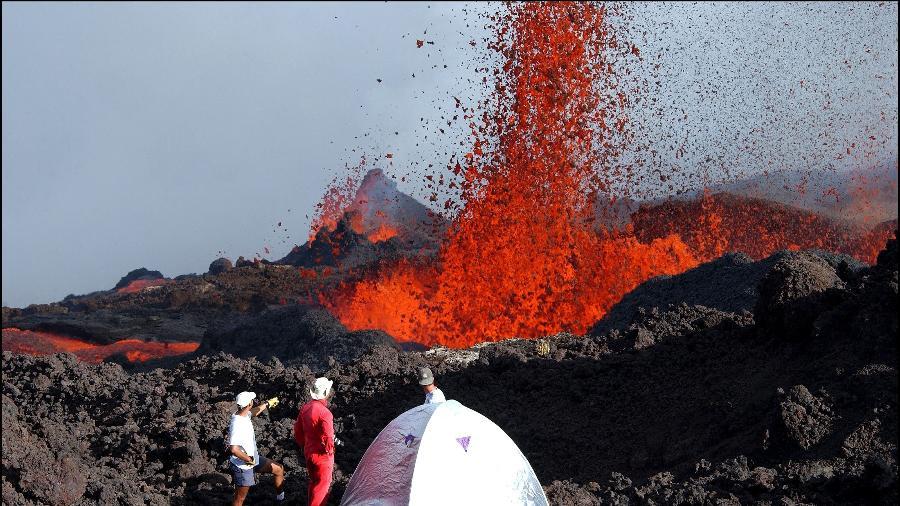 Dois jovens morrem durante caminhada para ver vulcão em erupção de perto … – Veja mais em https://noticias.uol.com.br/internacional/ultimas-noticias/2021/04/22/jovens-sao-encontrados-mortos-apos-caminhada-para-ver-vulcao-em-erupcao.htm?fbclid=IwAR3iMSnDxUfj1Orer8nzMxbbGEhlRYwIfcOtPELZEisNqgHiCTj55MNv22Q&cmpid=copiaecola