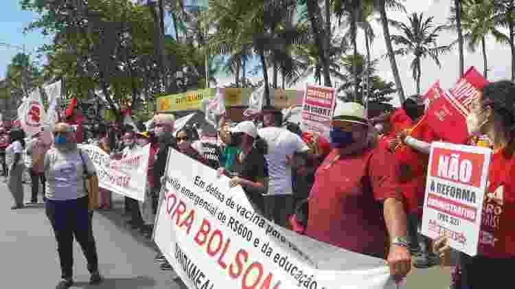 Servidores protestam em frente à casa de Lira - Josiane Calado/Divulgação - Josiane Calado/Divulgação