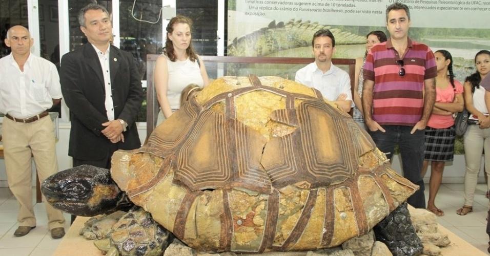 26.mai.2013 - O Laboratório de Pesquisas Paleontológicas da Ufac (Universidade Federal do Acre) apresenta um modelo do
