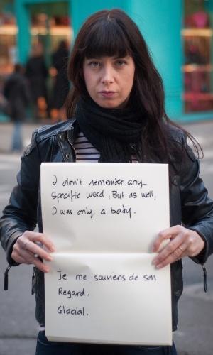 """29.mai.2013 - Vítima de estupro da cidade de Paris (França) mostra cartaz no qual se lê: """"Eu não lembro de nenhuma palavra específica, mas também eu era apenas um bebê. Lembro do seu olhar. Glacial"""". Ela participa do projeto Unbreakable (inquebrável, em português), tumblr da fotógrafa norte-americana Grace Brown que reúne fotos de pessoas abusadas sexualmente segurando cartazes com frases ditas por seus agressores"""