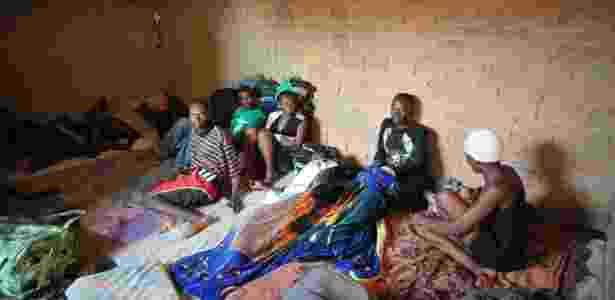 Em condições precárias, imigrantes haitianos aguardam visto de permanência no Brasil - Marcello Casals Jr./ABr