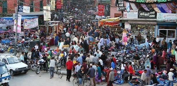 Rua de Katmandu, capital do Nepal, país densidade demográfica de 184 habitantes por Km2 - Pavel Novak/Creative commons