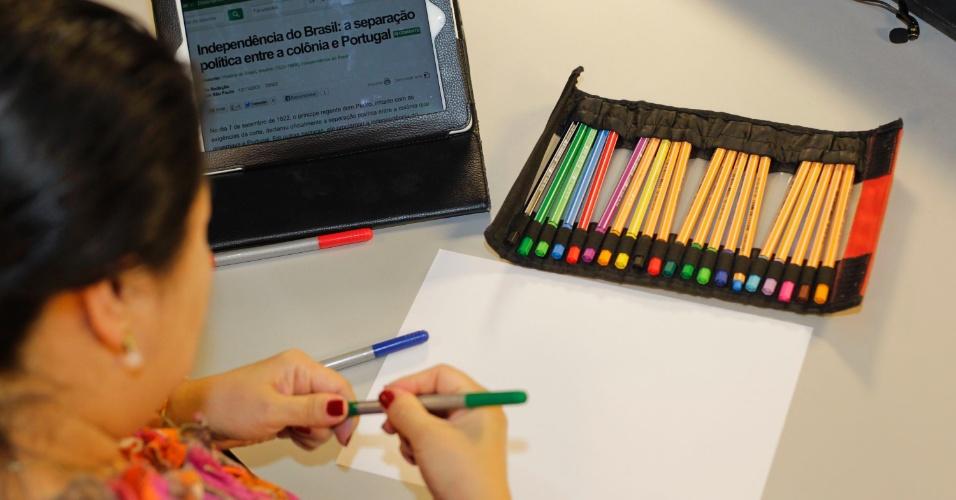 Tenha cores diferentes - minimamente uma caneta esferográfica de quatro cores