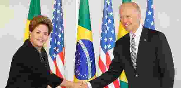 """31.mai.2013 - A presidente Dilma Rousseff recebe Joe Biden, vice-presidente dos Estados Unidos, no Palácio do Planalto, em Brasília. Após cerca de uma hora e meia de reunião, Biden afirmou que """"não há qualquer obstáculo"""" que os Estados Unidos e o Brasil não possam superar. O vice-presidente anunciou na quarta-feira (30) que Dilma realizará uma visita de Estado a Washington em outubro, algo que os Estados Unidos esperam que marque o início de uma nova era nas relações com o Brasil e a região - Divulgação/Presidência da República - Divulgação/Presidência da República"""