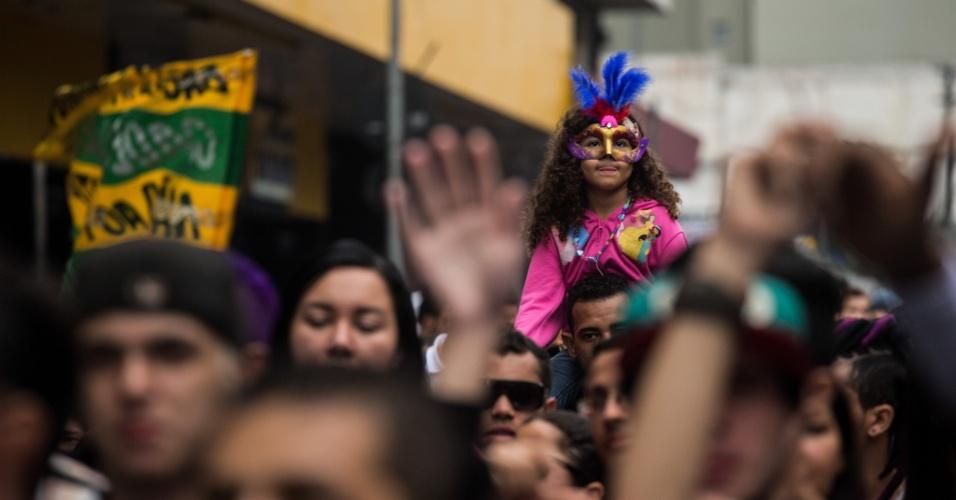 2.jun.2013 - Criança participa da 17ª edição da Parada Gay de São Paulo, realizada na região central da capital paulista