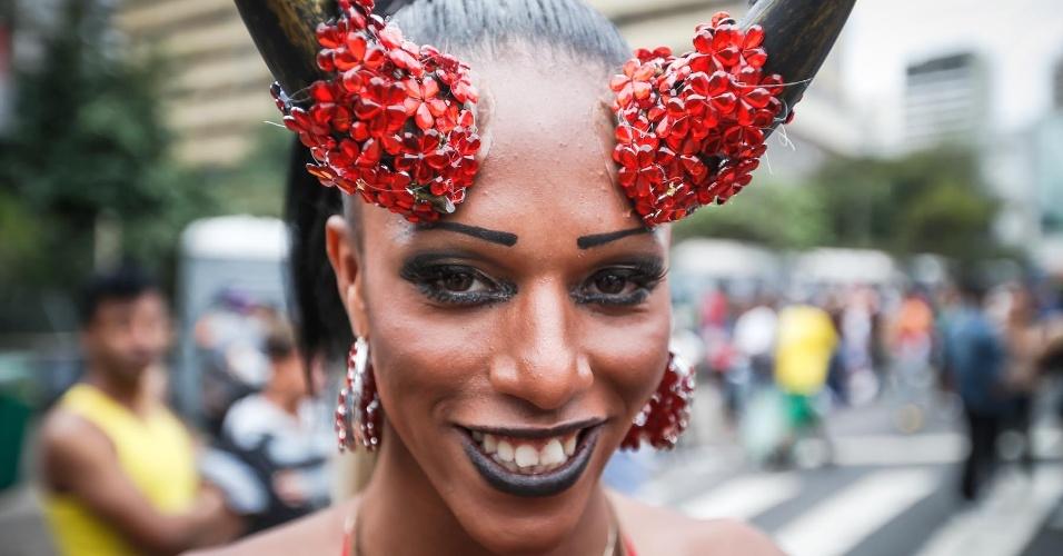 2.jun.2013 - Manifestante adota chifres durante a 17ª edição da Parada Gay de São Paulo, realizada na avenida Paulista, região central da capital