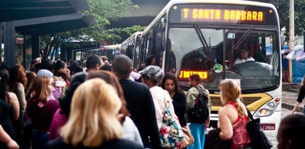 Justiça quer Crivella informe quantos ônibus cariocas ainda não são refrigerados