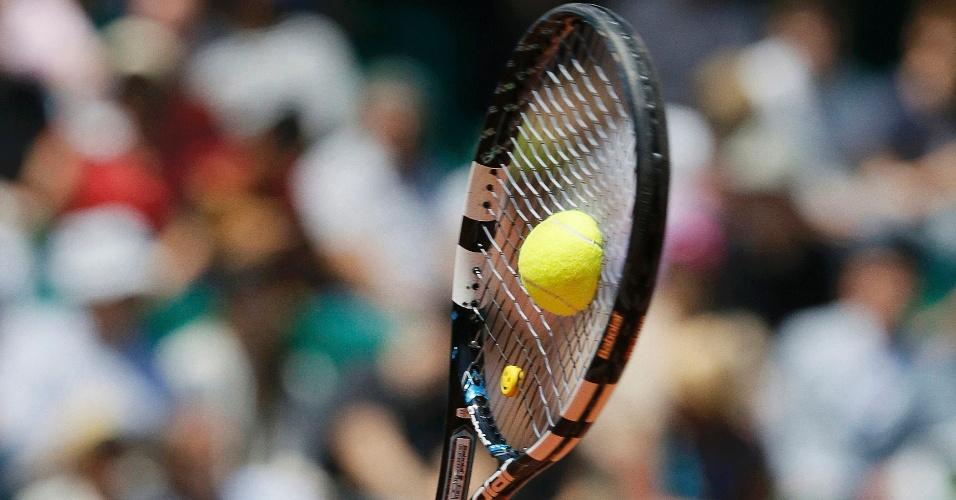 4.jun.2013 - Raquete da tenista italiana Sara Errani acerta bola durante  jogo a0cf9ddfa5a2a