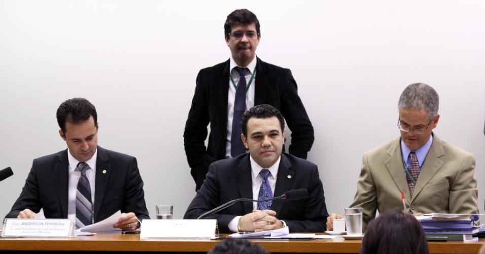 4.jun.2013 - Deputado pastor Marco Feliciano (PSC-SP) participa de reunião da Comissão de Direitos Humanos da Câmara dos Deputados, em que está sendo discutido nesta terça-feira (4) o projeto de ?cura gay?