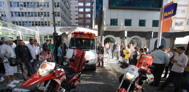 Dois ladrões tentaram assaltar uma pessoa no estacionamento vizinho a uma agência bancária, localizada na alameda Santos, nos Jardins, área nobre de São Paulo - Nelson Antoine/Fotoarena/Estadão Conteúdo